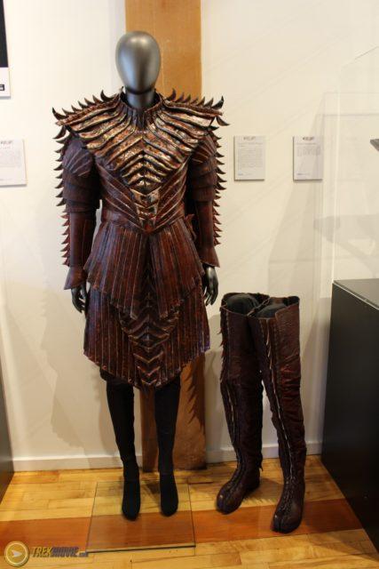 star trek 2017-klingon-costumes-female
