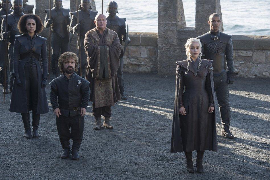 game-of-thrones-dragonstone-daenerys-targaryen-tyrion-lannister-missandei-varys-grey-worm.jpg