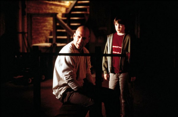 unbreakable-bruce-willis-spencer-treat-clark-600x394