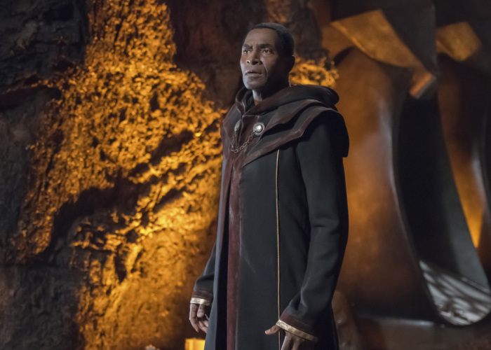 supergirl-s3-ep4-carl lumbly