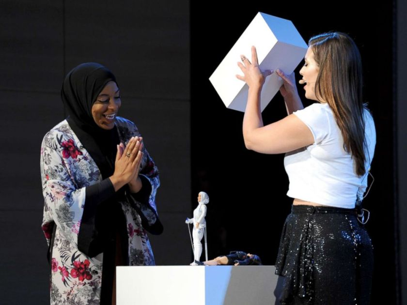 ibtihaj-muhammad-ashley-graham-gty-mem-171114_4x3_992.jpg